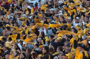 800px-Pittsburgh_Steeler_fans_15_Oct_2006