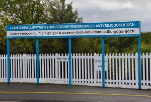 Llanfairpwllgwyngyllgogerychwyrndrobwllllantysiliogogogoch-railway-station-sign-2011-09-21-GR2_1837a