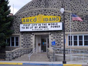 800px-DSC01126_-_Arco,_Idaho