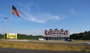 800px-Firework_Stand_by_the_highway